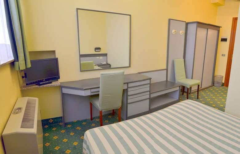 Embassy Park - Room - 5