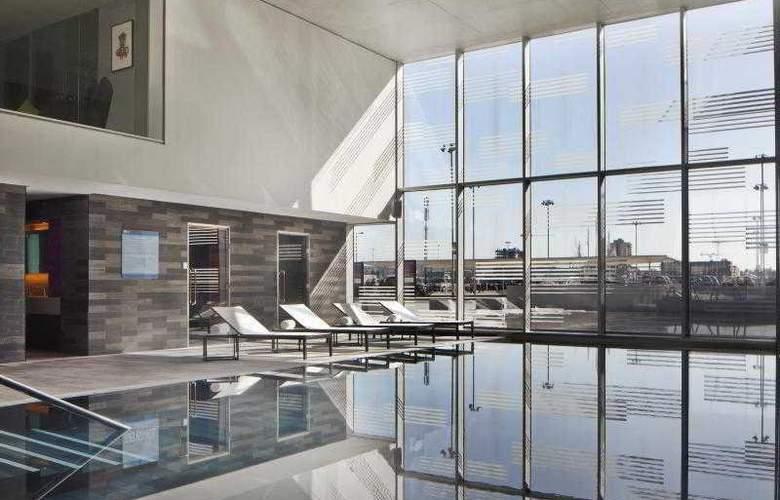 Aloft London Excel - Pool - 26
