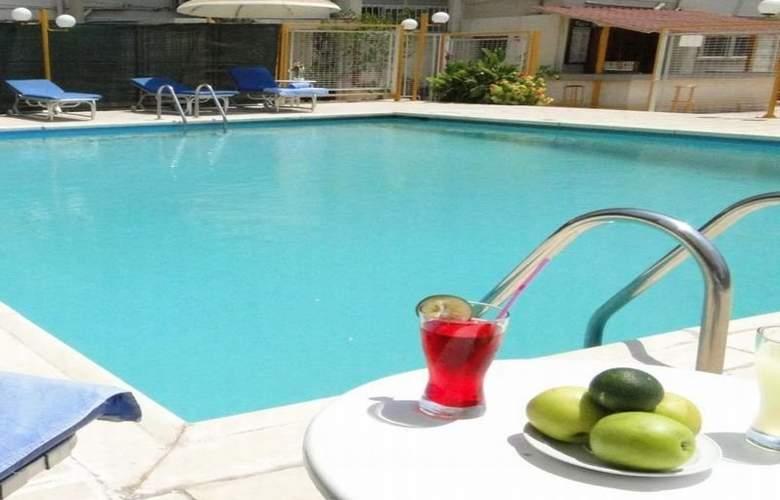Sunflower Hotel Apts - Pool - 2