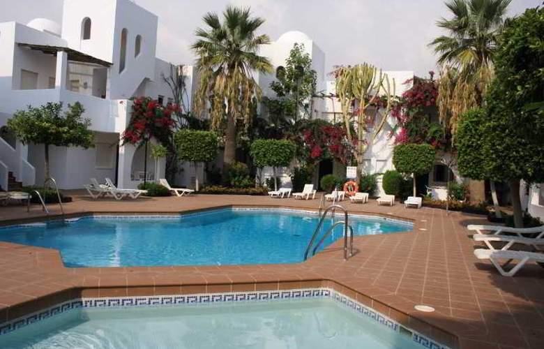 Apartamentos Torrelaguna - Pool - 6