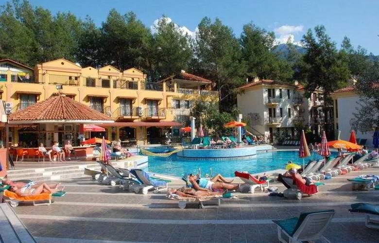 Pine Valley - Hotel - 0
