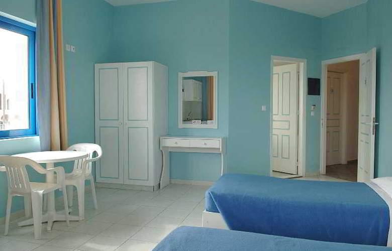 Romanza Studios - Room - 8