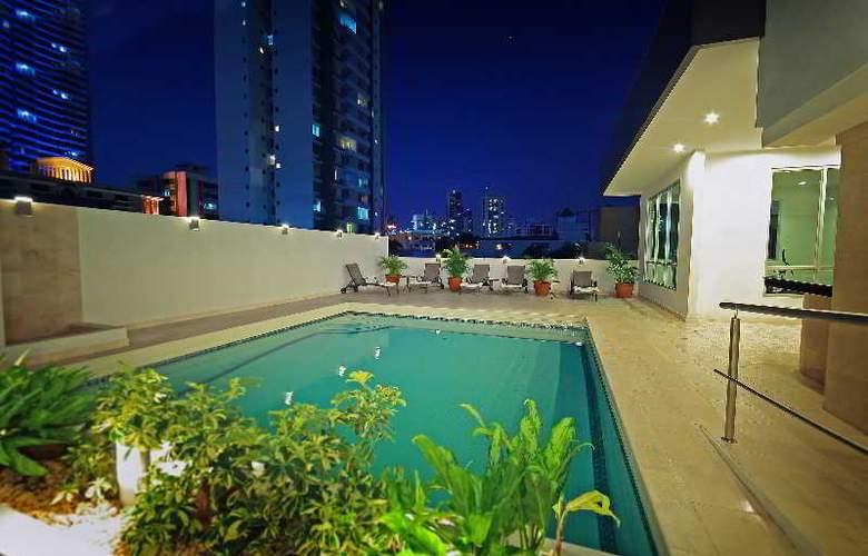 Wyndham Garden Panama Centro - Pool - 10