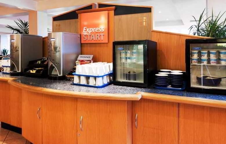 Holiday Inn Express Edinburgh Waterfront - Restaurant - 15
