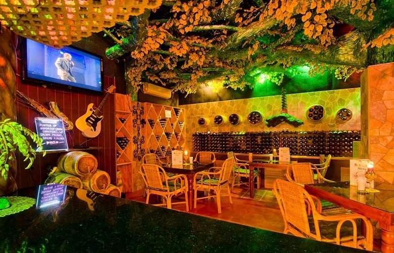 Deep Forest Garden Hotel - Restaurant - 4