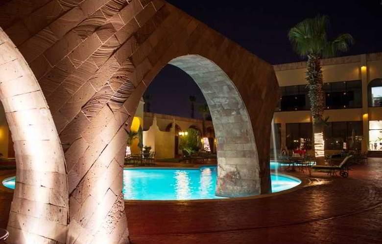 Lucerna Ciudad Juarez - Pool - 16