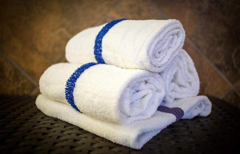 Best Western Plus Eastgate Inn & Suites - Pool - 81