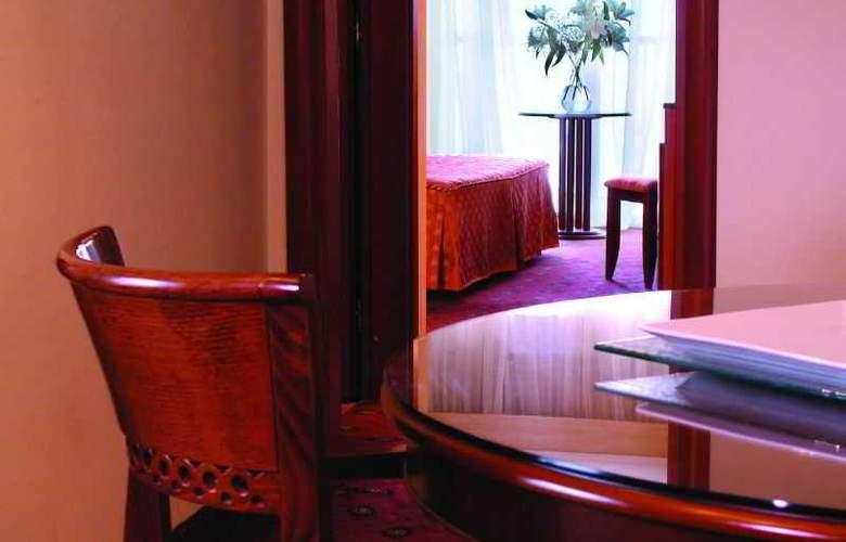 Ambassador Hotel - Room - 14