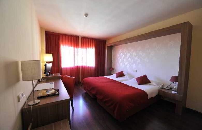 Puerta De Segovia - Room - 5
