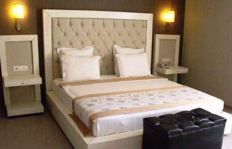 Romance - Room - 18