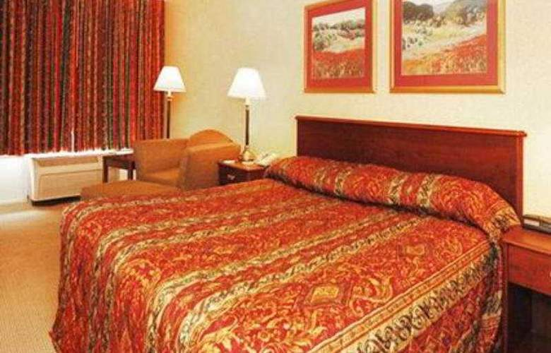 Econo Lodge Inn & Suites - Room - 3