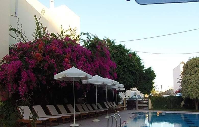 Yakinthos - Pool - 6