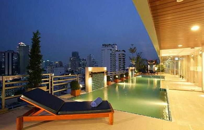Adelphi Suites - Pool - 5