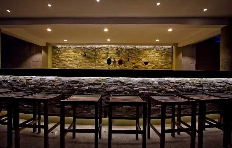 Crowne Plaza Resort Mazatlan - Bar - 43