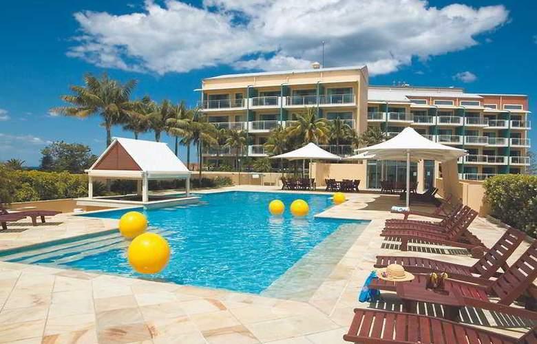 Oaks Waterfront Resort - Pool - 3