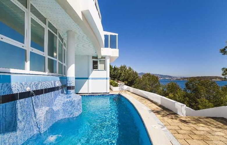 Globales Apartamentos Cala Viñas - Pool - 9