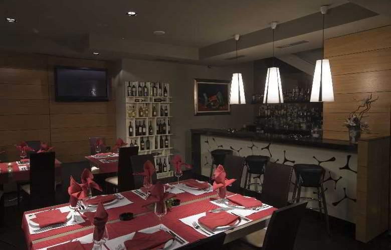 Famous House - Restaurant - 5