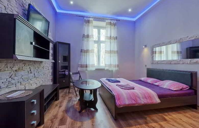 Queens Apartments - Room - 10