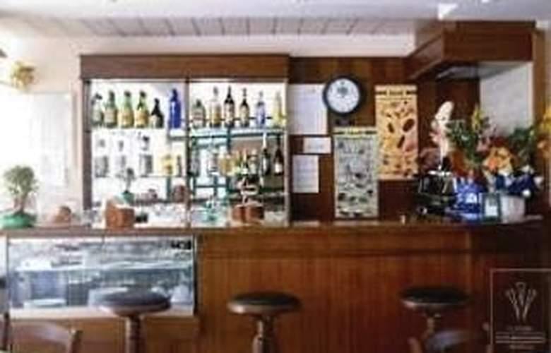 Laurence - Bar - 3