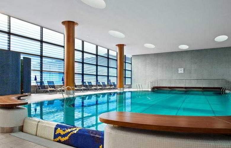 Sheraton Grand Hotel & Spa Edinburgh - Pool - 4