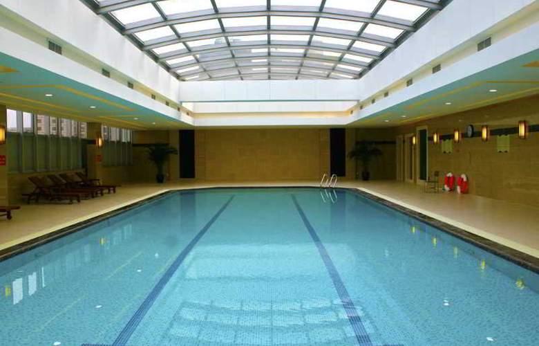 Jin Jiang Tower - Pool - 9