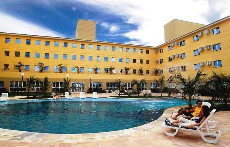 Comfort Suites Flamboyant - Pool - 5