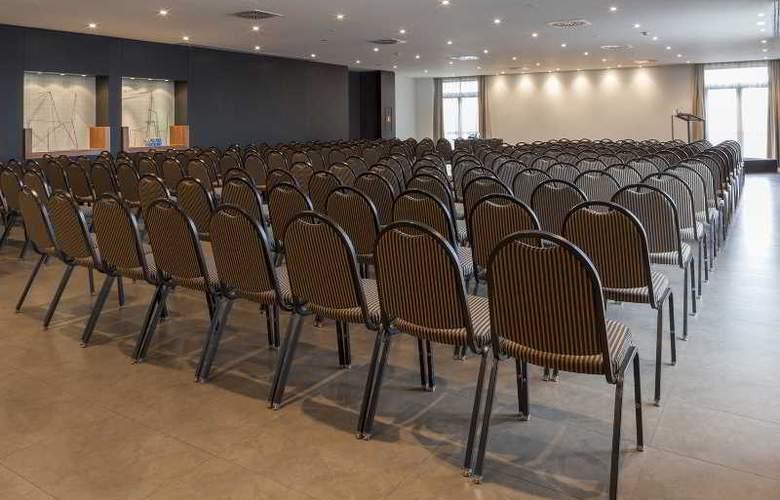 AC Coslada Aeropuerto - Conference - 24