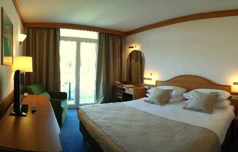 Astarea - Room - 12