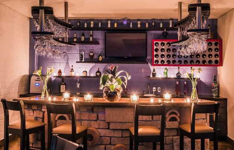 Egina Medellin - Bar - 2