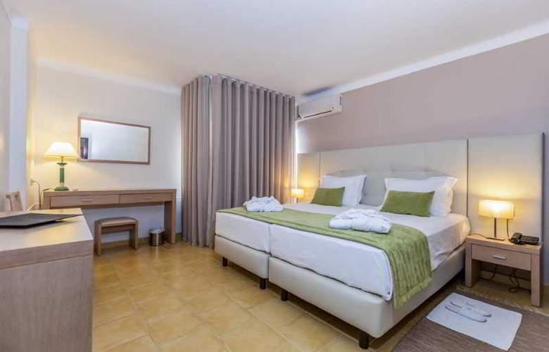 Santa Eulália Hotel Apartamento & Spa - Room - 11