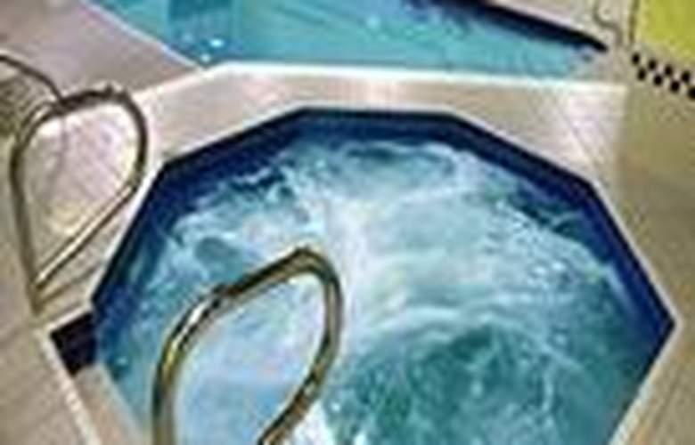 Imperial Hotel & Suites - Niagara Falls - Pool - 2