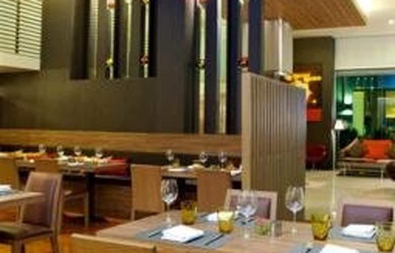Sacha's Hotel Uno - Restaurant - 8