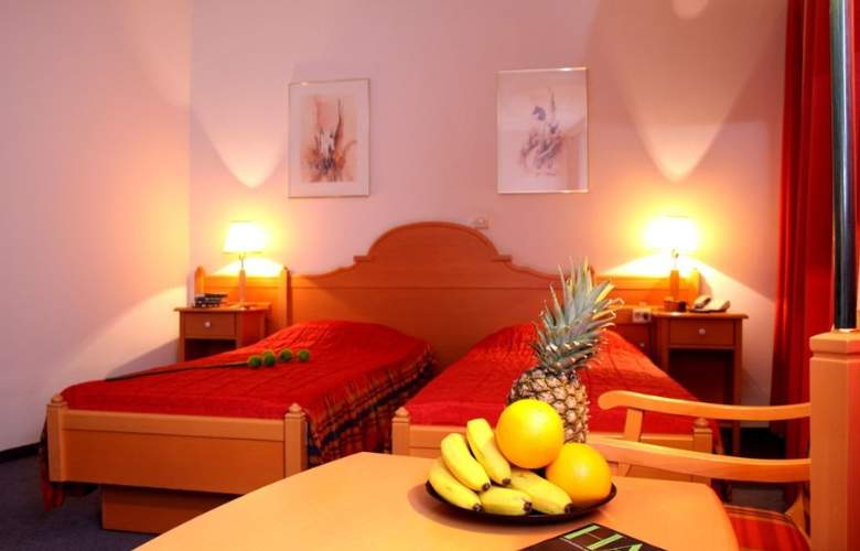 Trans Hotel - Room - 16