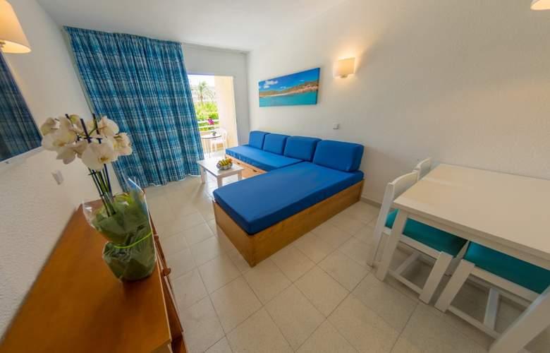 Club Cala Romani - Room - 1