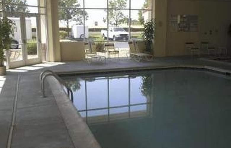 Quality Inn & Suites Denver International Airport - Pool - 3