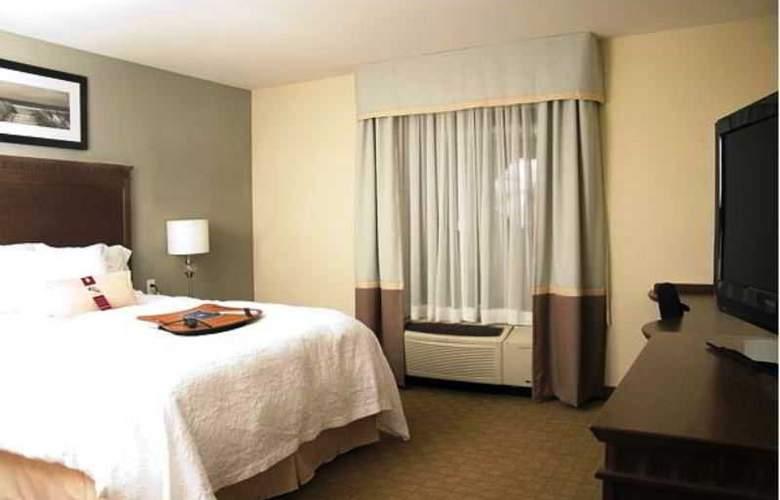 Hampton Inn Hotel & Suites - Room - 11