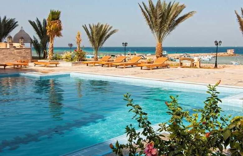 The Three Corners Royal Star Beach Resort - Pool - 22