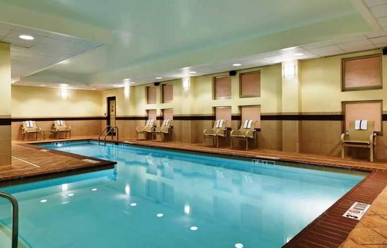 Hampton Inn & Suites National Harbor Alexandria Area - Pool - 17