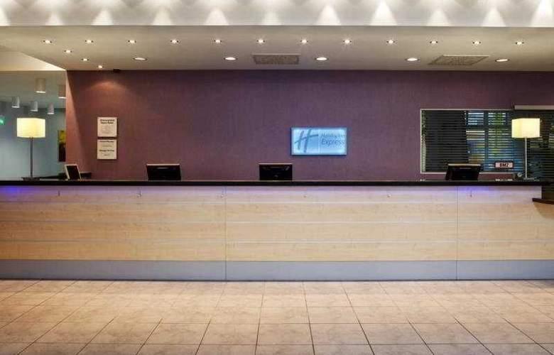 Holiday Inn Express Berlin City Centre - General - 4