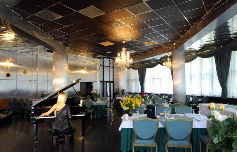 Phoenix Spa Hotel - Restaurant - 10