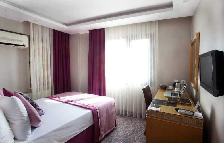 Carlton - Room - 8