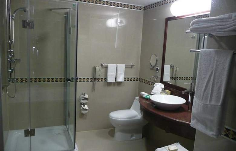 Embassy Suites Valencia - Room - 11