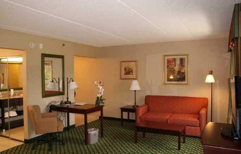 Hampton Inn & Suites Berkshires Lenox - Hotel - 5