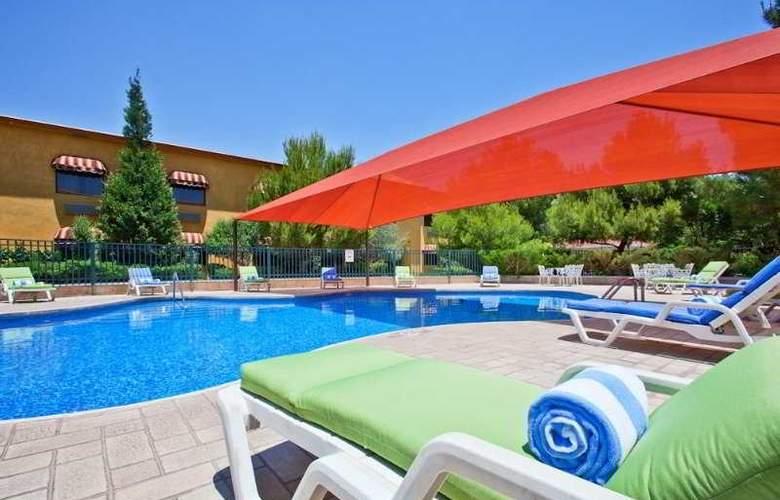 Holiday Inn Express Chihuahua - Pool - 5