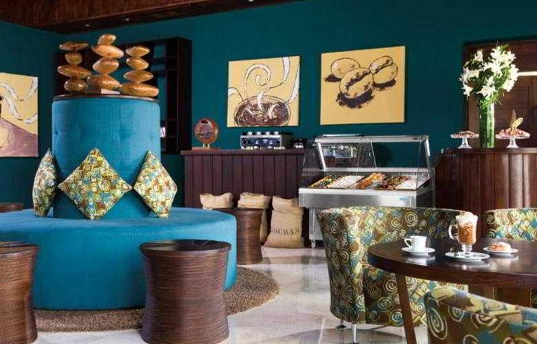 Hilton La Romana, an All Inclusive Family Resort - Bar - 4