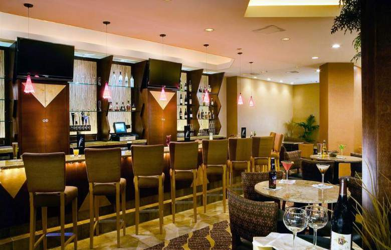Crowne Plaza River Oaks - Bar - 8