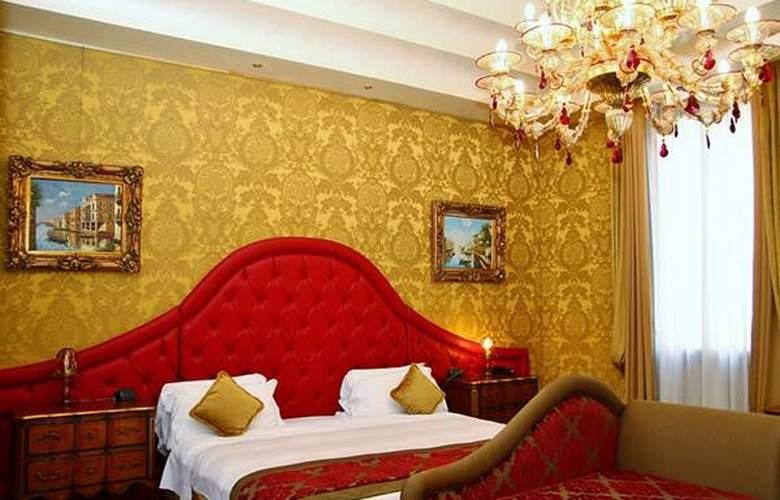 Pesaro Palace - Hotel - 3