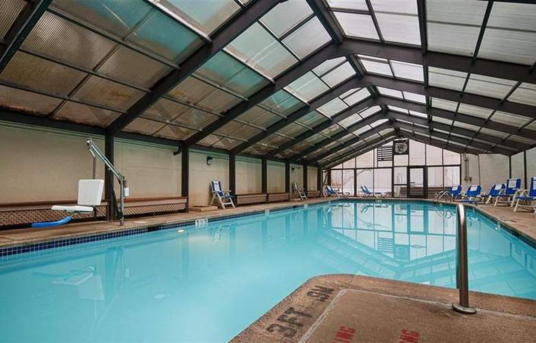 Best Western Rosslyn/Iwo Jima - Pool - 3
