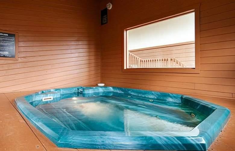 Best Western Alpenglo Lodge - Pool - 45