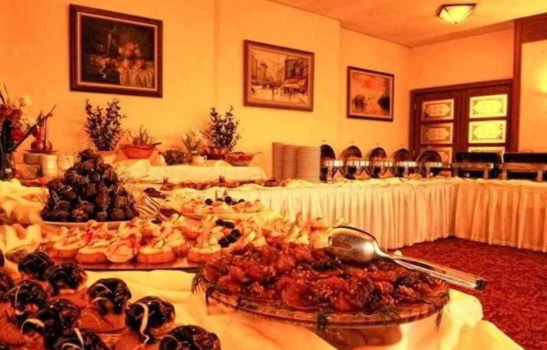 Usta Park - Restaurant - 11